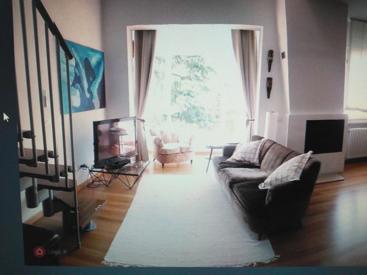 Appartamento in ottime condizioni arredato in affitto Rif. 11244228