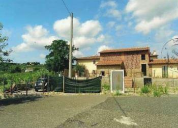 Box e posti auto in vendita Rif. 10588399
