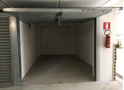 Box e posti auto in vendita Rif. 11244232