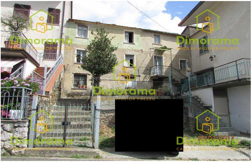Appartamento in discrete condizioni in vendita Rif. 11130573