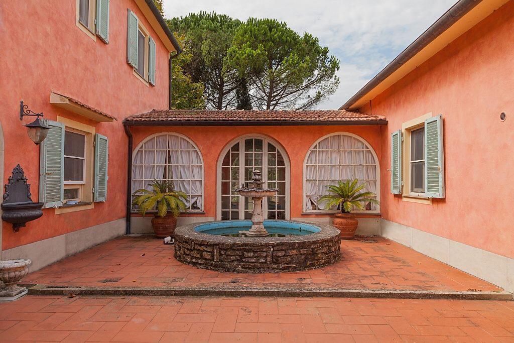 Villa in buone condizioni arredato in vendita Rif. 10171576