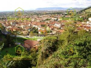 Appartamento in discrete condizioni in vendita Rif. 11526113