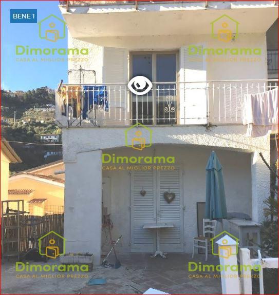 Appartamento in discrete condizioni in vendita Rif. 11526111