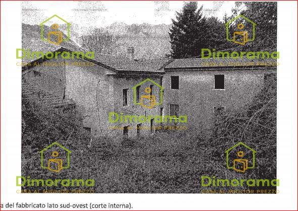 Appartamento in discrete condizioni in vendita Rif. 11202873