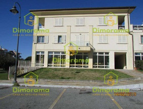 Appartamento in buone condizioni in vendita Rif. 11359193