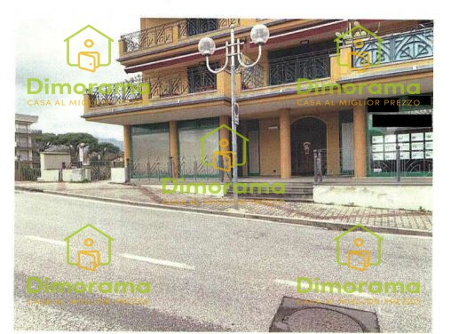 Negozio monolocale in vendita a Montignoso (MS)