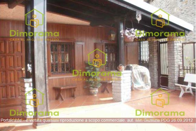 Appartamento in discrete condizioni in vendita Rif. 11895715