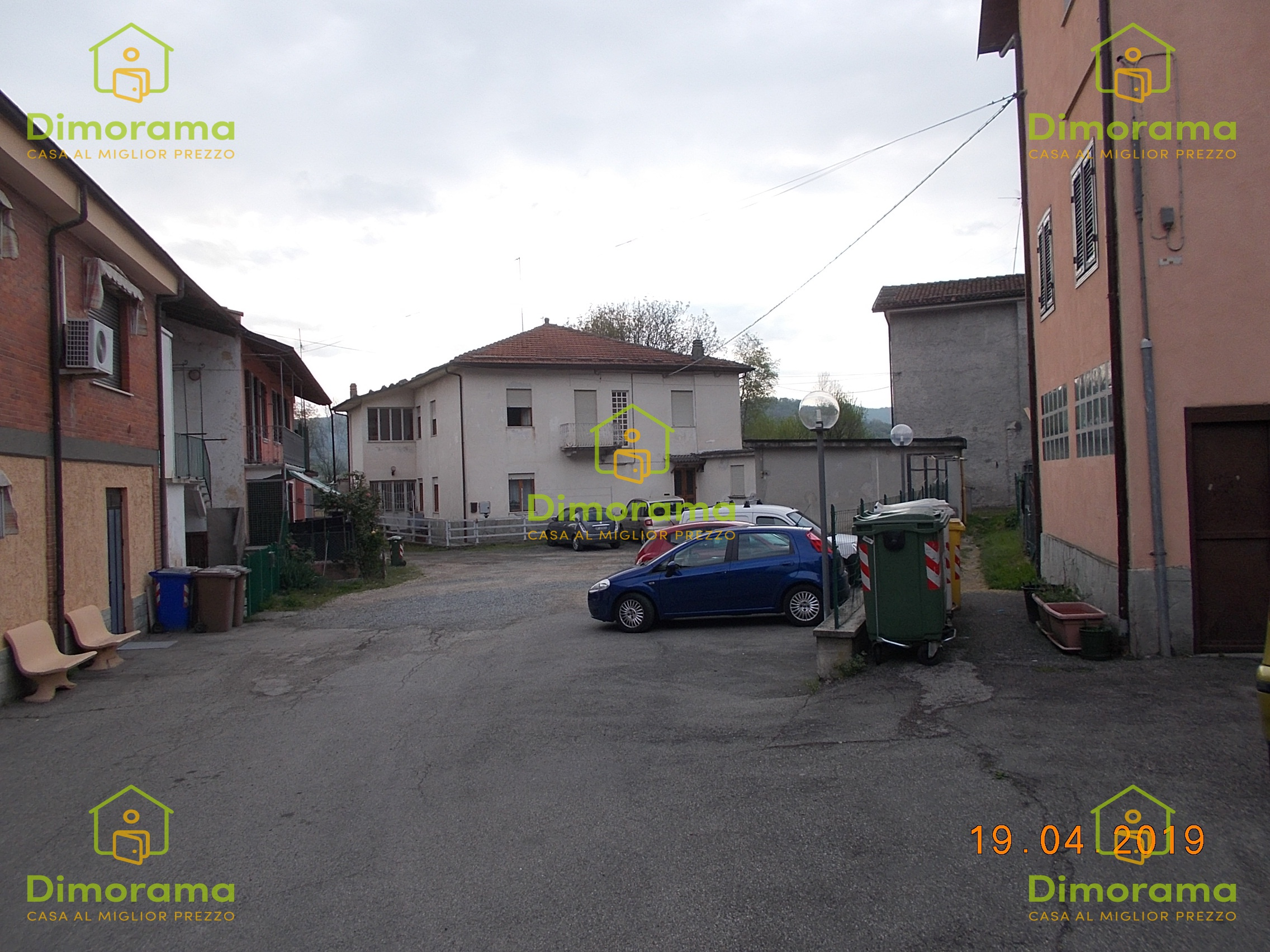 Appartamento in discrete condizioni in vendita Rif. 11741416