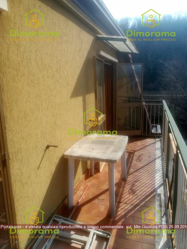 Appartamento in discrete condizioni in vendita Rif. 11816543