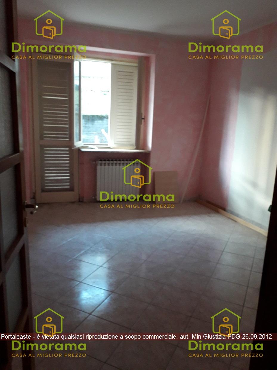 Appartamento in discrete condizioni in vendita Rif. 11967046