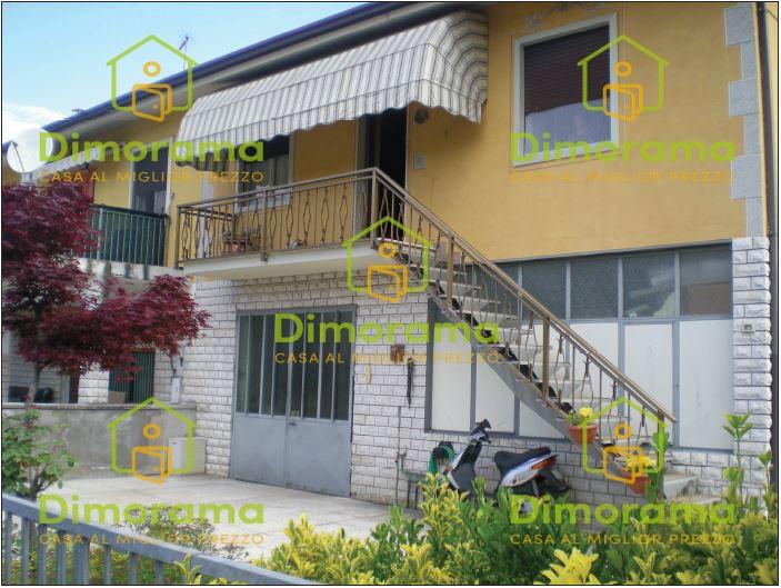 Appartamento in buone condizioni in vendita Rif. 11865350