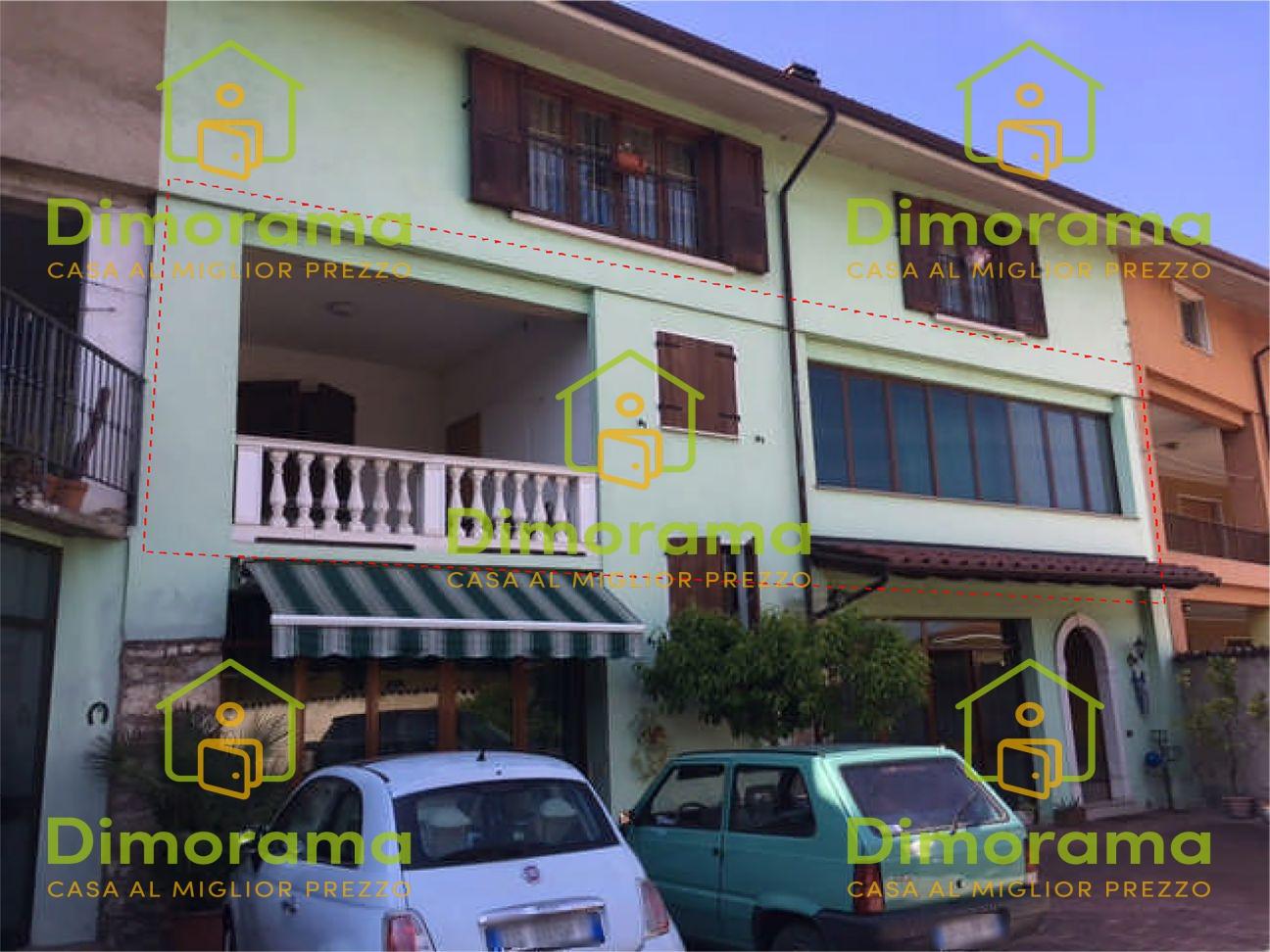 Appartamento in discrete condizioni in vendita Rif. 11780604