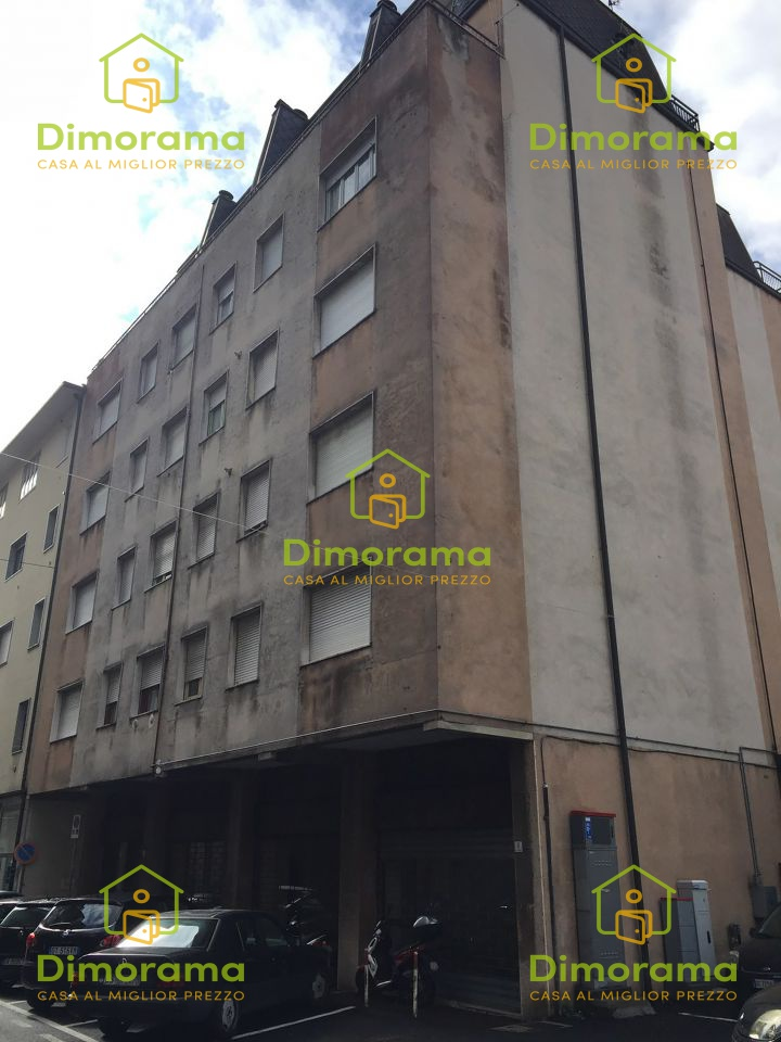 Appartamento in discrete condizioni in vendita Rif. 11585424