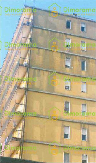 Appartamento in discrete condizioni in vendita Rif. 11381417