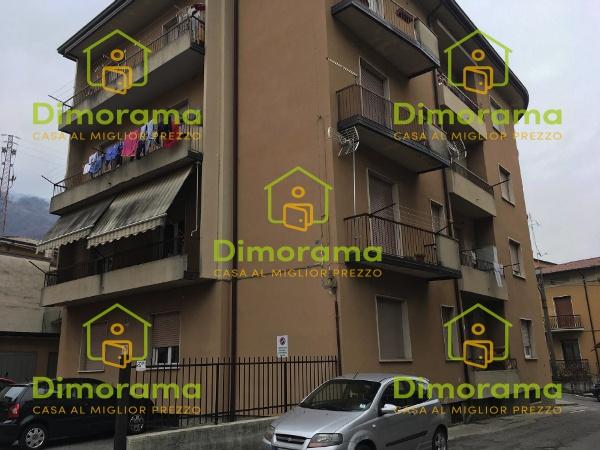 Appartamento in discrete condizioni in vendita Rif. 10800637