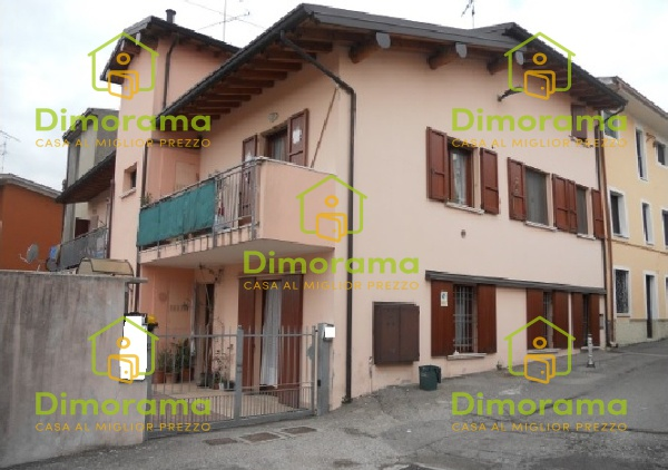 Appartamento in buone condizioni in vendita Rif. 10588499