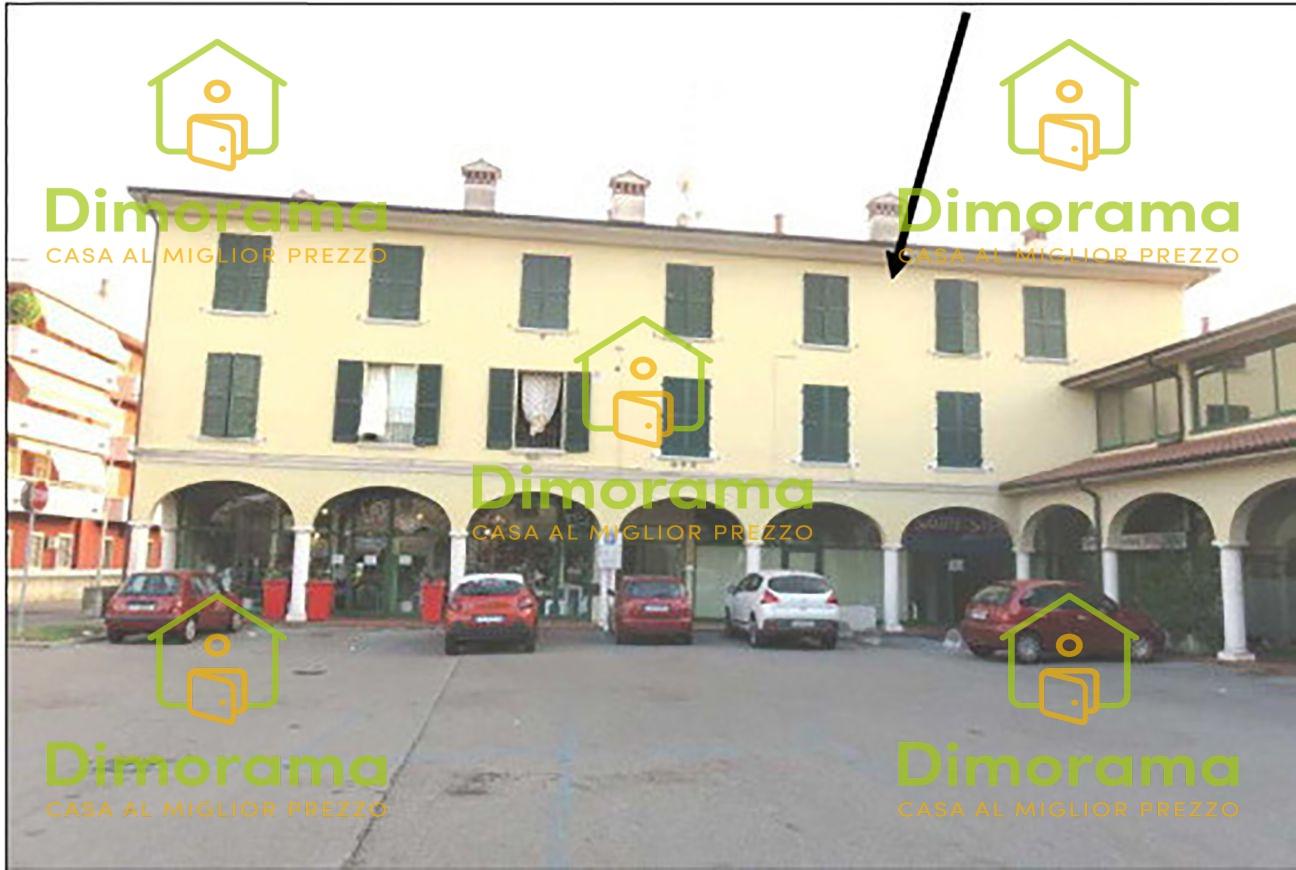 Appartamento in buone condizioni in vendita Rif. 12111496