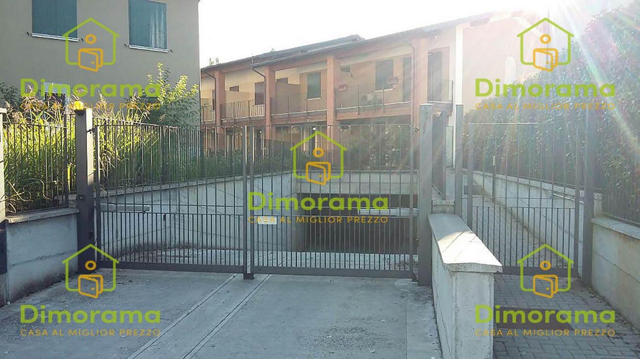 Box e posti auto in vendita Rif. 11665188
