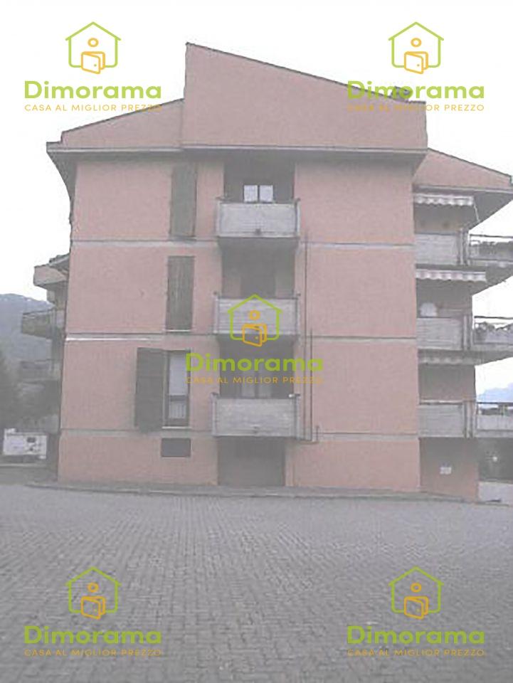 Appartamento in buone condizioni in vendita Rif. 11417444