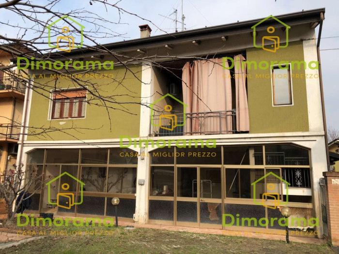 Appartamento in buone condizioni in vendita Rif. 12010407