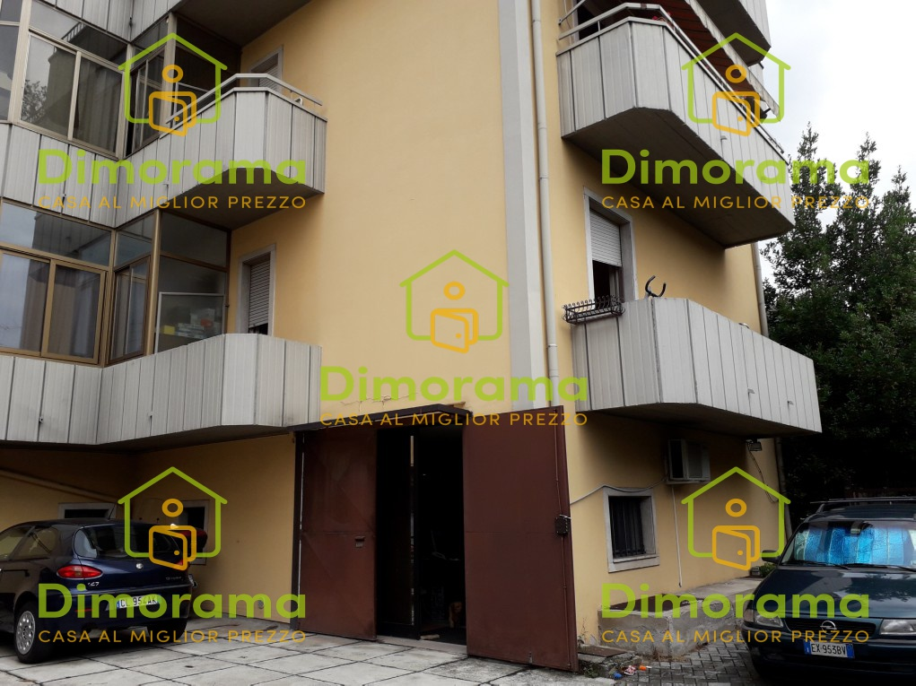 Appartamento in discrete condizioni in vendita Rif. 11879871