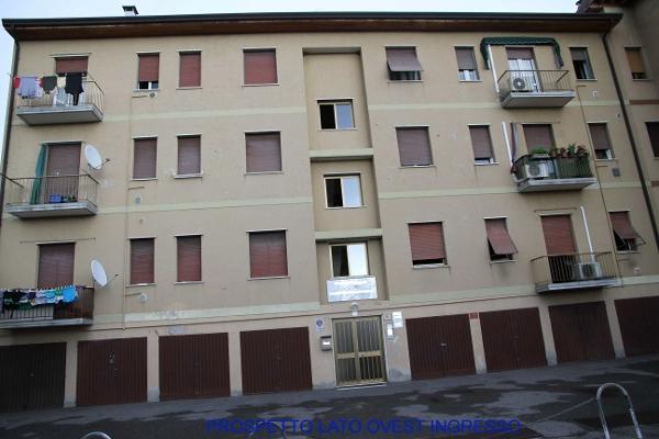 Appartamento in discrete condizioni in vendita Rif. 12111495