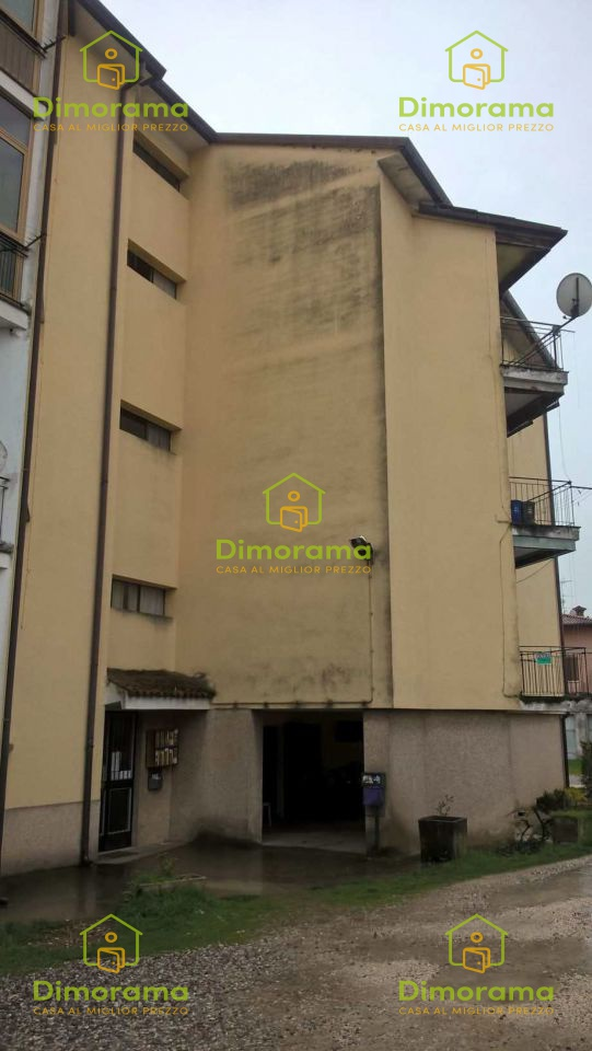 Appartamento in discrete condizioni in vendita Rif. 11568338