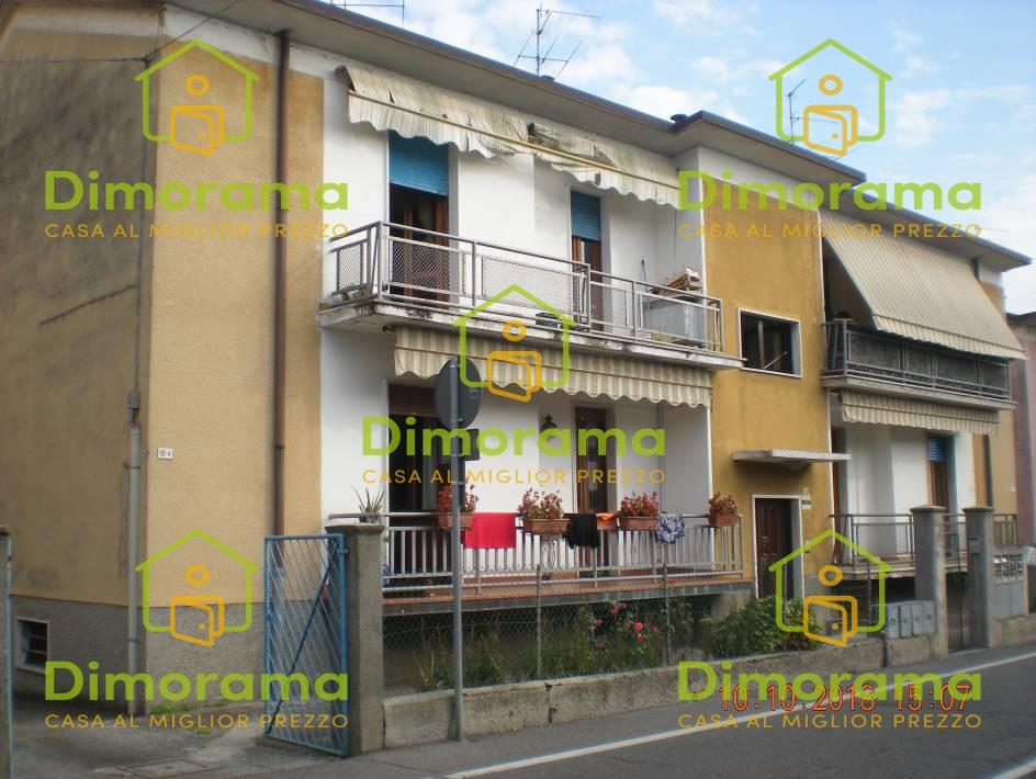 Appartamento in buone condizioni in vendita Rif. 12046607