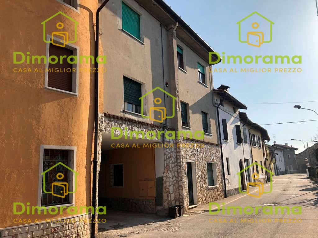 Appartamento in discrete condizioni in vendita Rif. 11568337