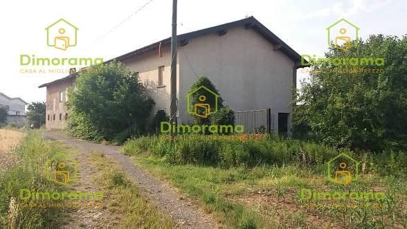 Appartamento in discrete condizioni in vendita Rif. 11381458