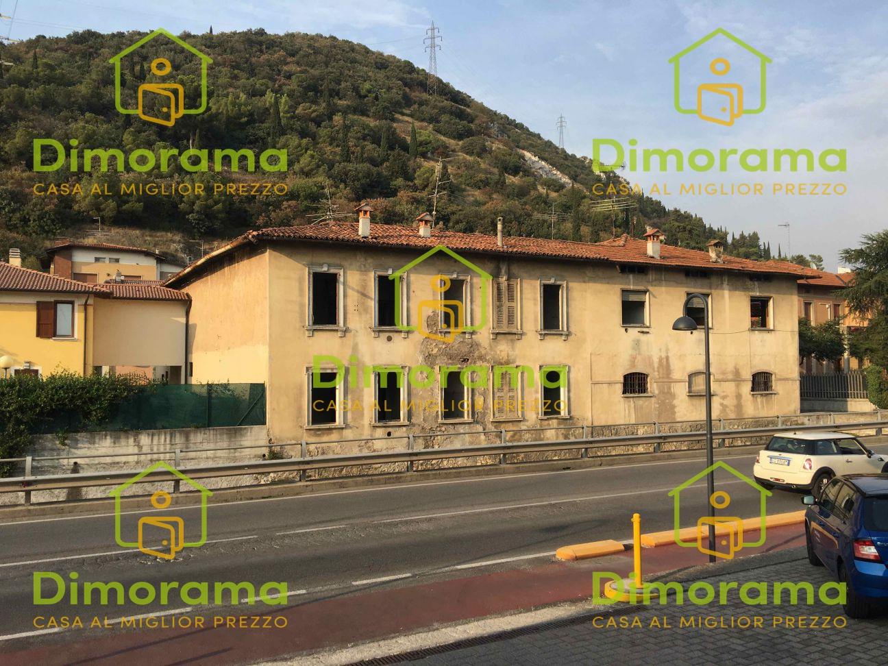 Stabile / Palazzo in discrete condizioni in vendita