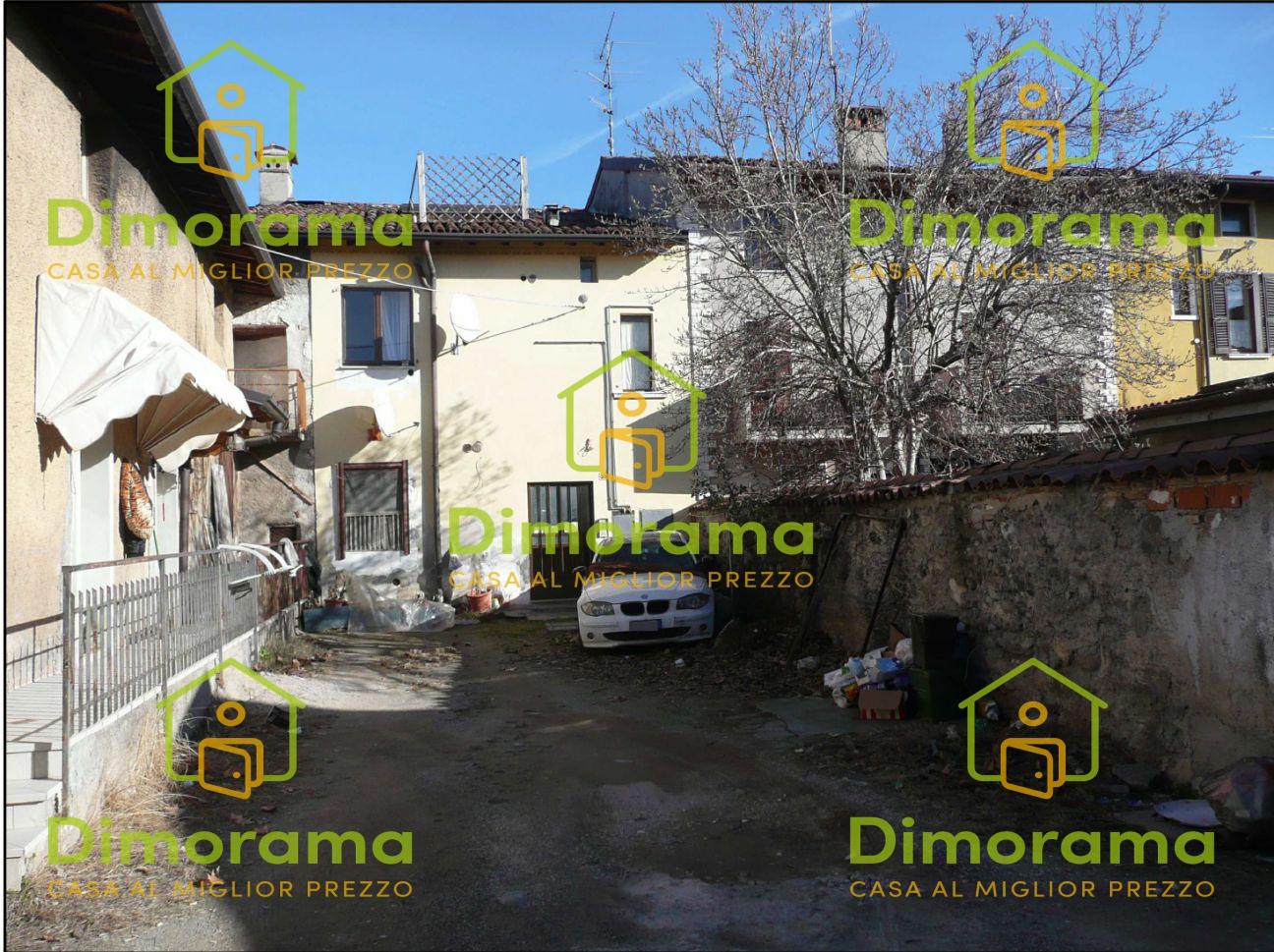 Appartamento in discrete condizioni in vendita Rif. 10553038