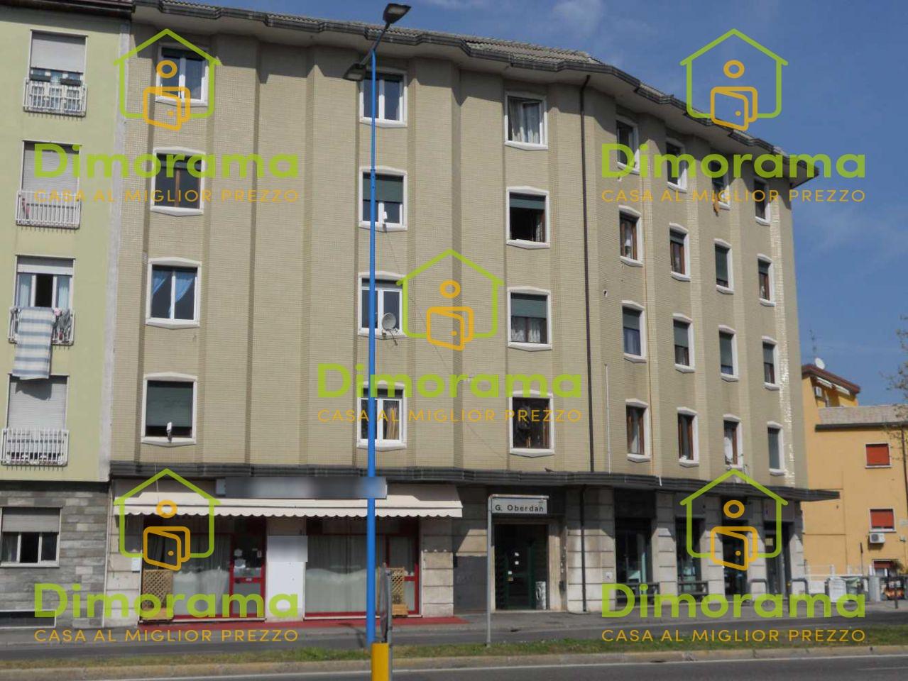 Appartamento in discrete condizioni in vendita Rif. 12046606