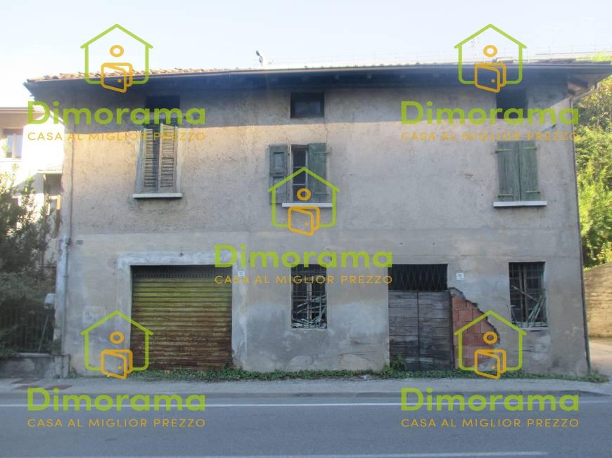 Casa Indipendente in discrete condizioni in vendita Rif. 11032939