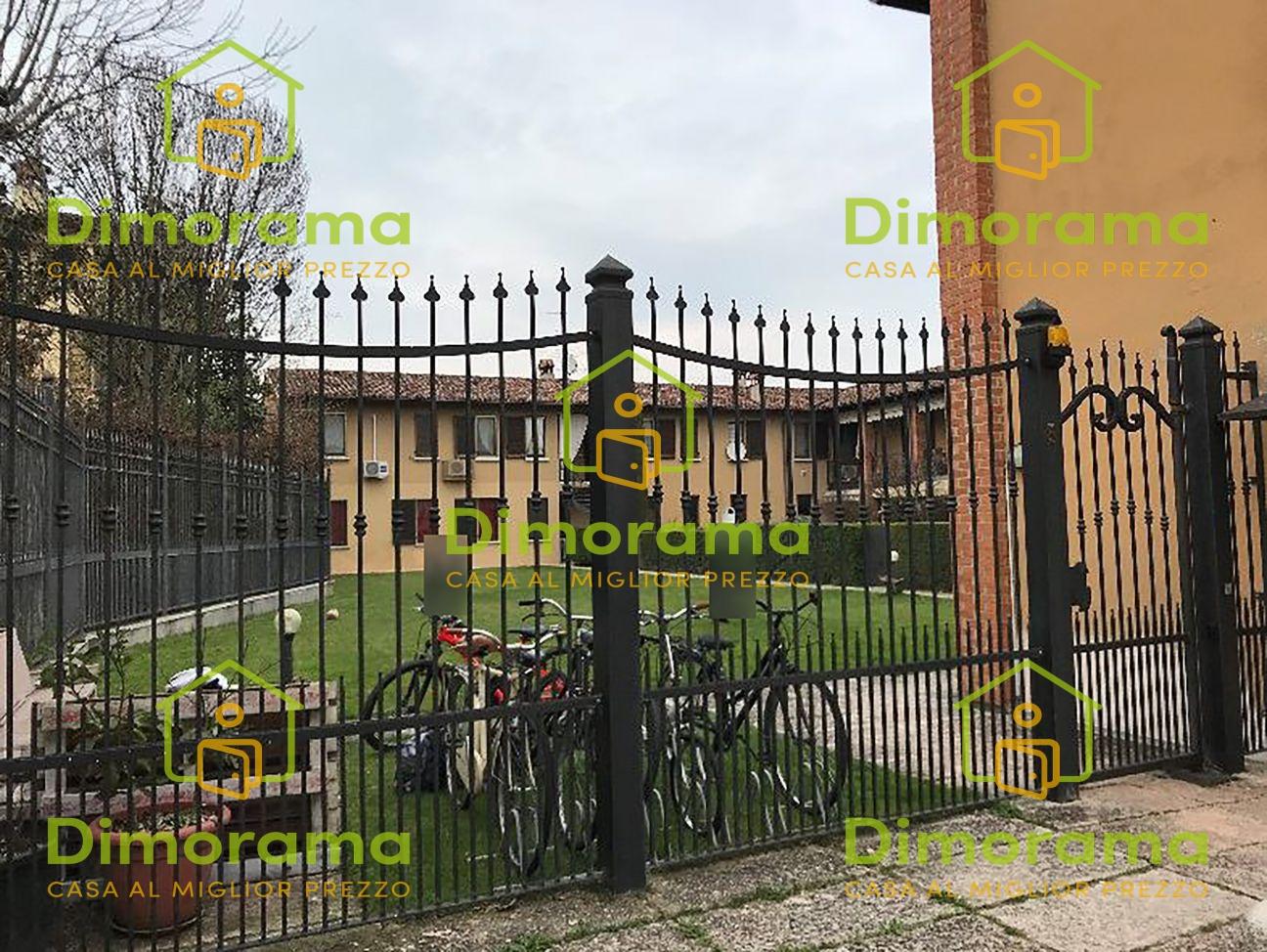 Appartamento in buone condizioni in vendita Rif. 11476885