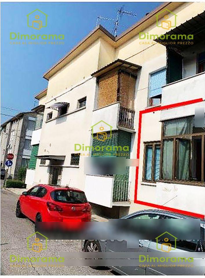 Appartamento in discrete condizioni in vendita Rif. 11593404