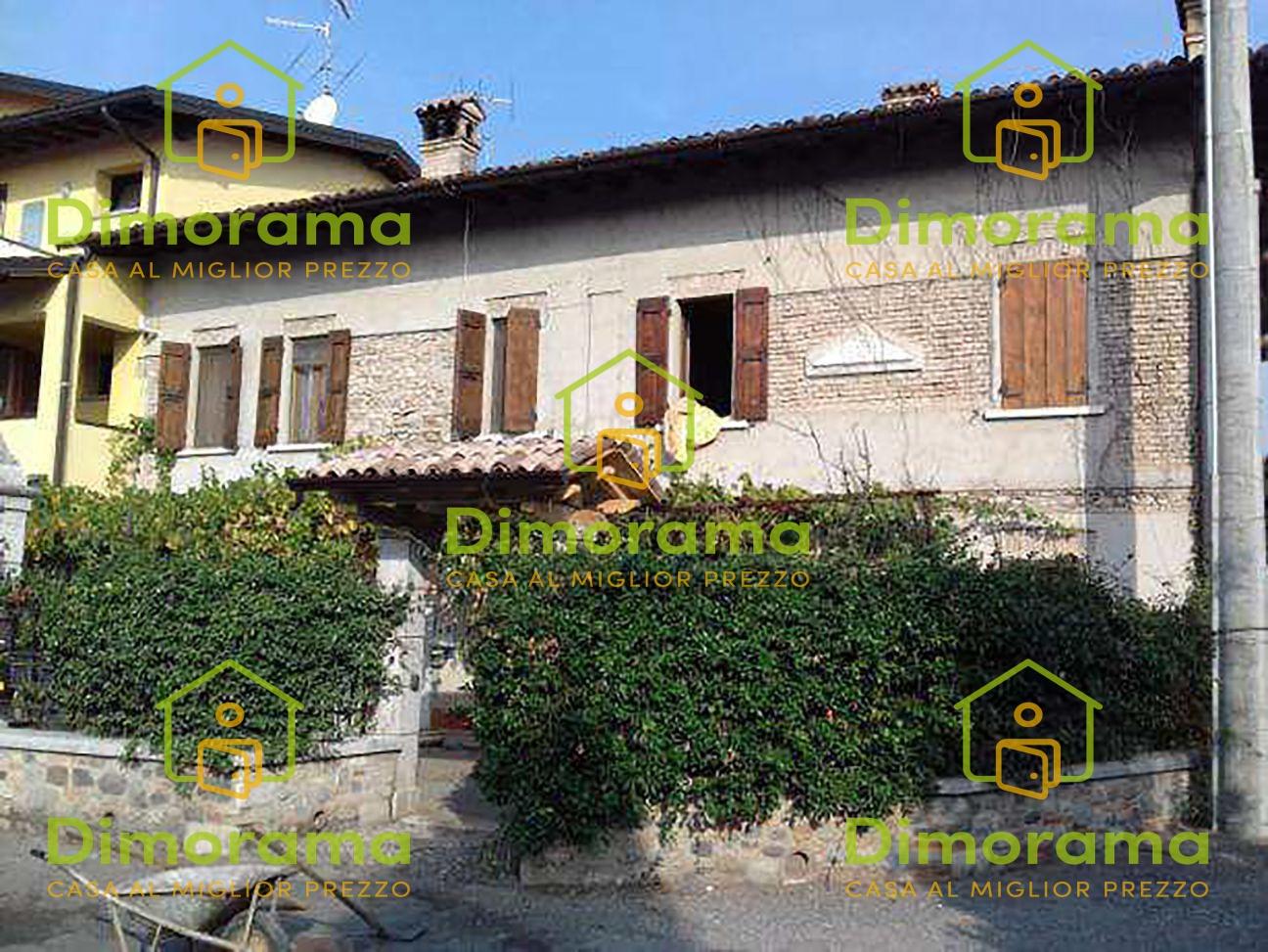 Casa Indipendente in buone condizioni in vendita Rif. 11593408