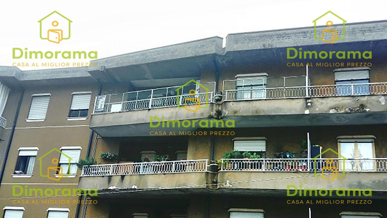 Appartamento in discrete condizioni in vendita Rif. 11690470