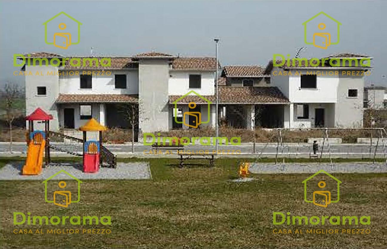 Villetta a schiera in discrete condizioni in vendita