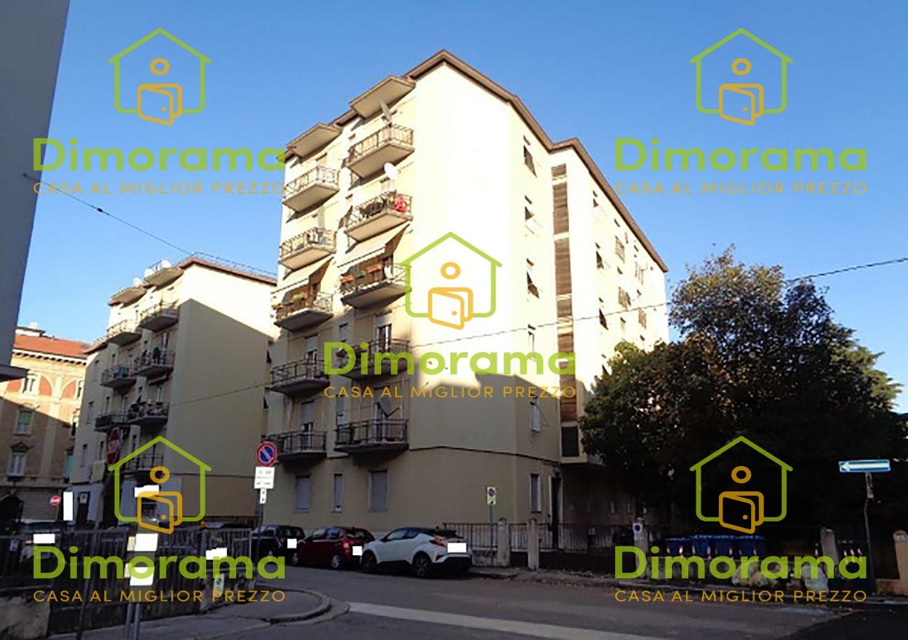 Appartamento in discrete condizioni in vendita Rif. 11879900
