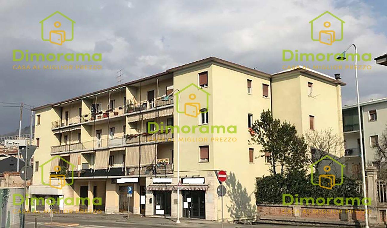 Appartamento in discrete condizioni in vendita Rif. 11879901