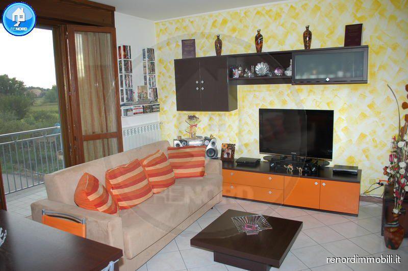 Appartamento in buone condizioni arredato in vendita Rif. 9050200