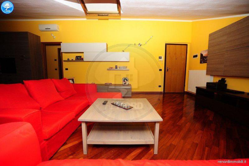Appartamento in ottime condizioni in vendita Rif. 8969747