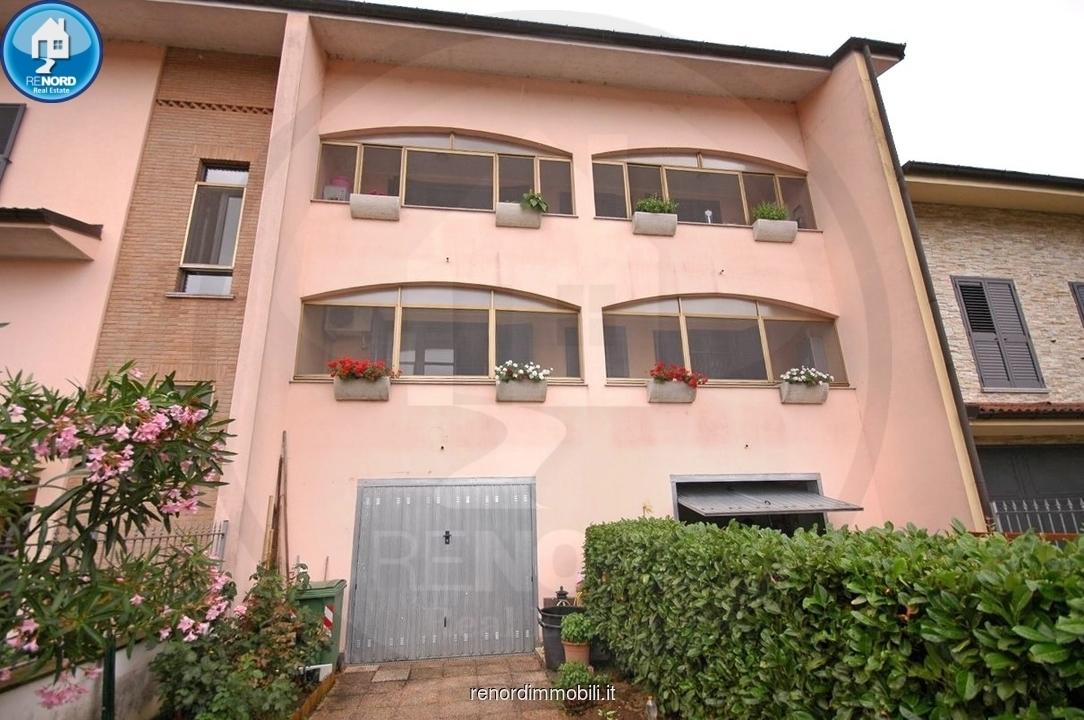 Appartamento in buone condizioni in vendita Rif. 9204863