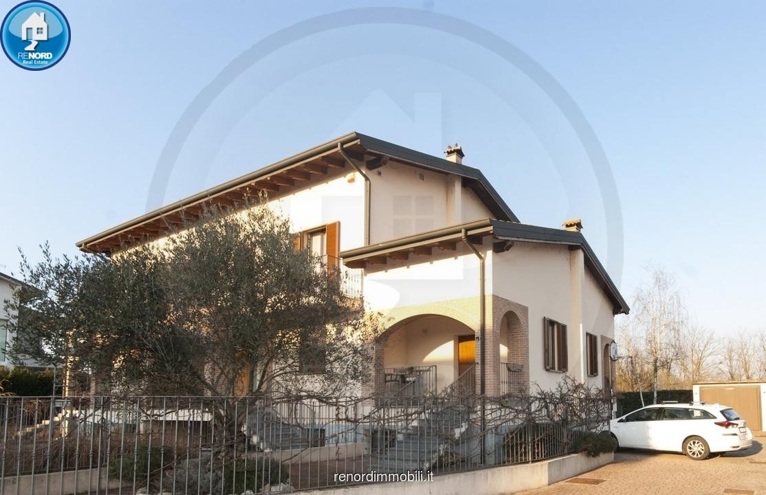 Villetta a schiera in ottime condizioni arredato in vendita Rif. 9386234