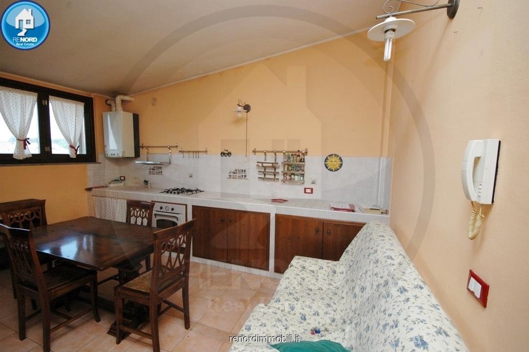 Appartamento in buone condizioni in vendita Rif. 9050216