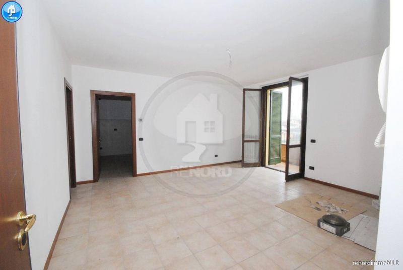 Appartamento in buone condizioni in vendita Rif. 9050176