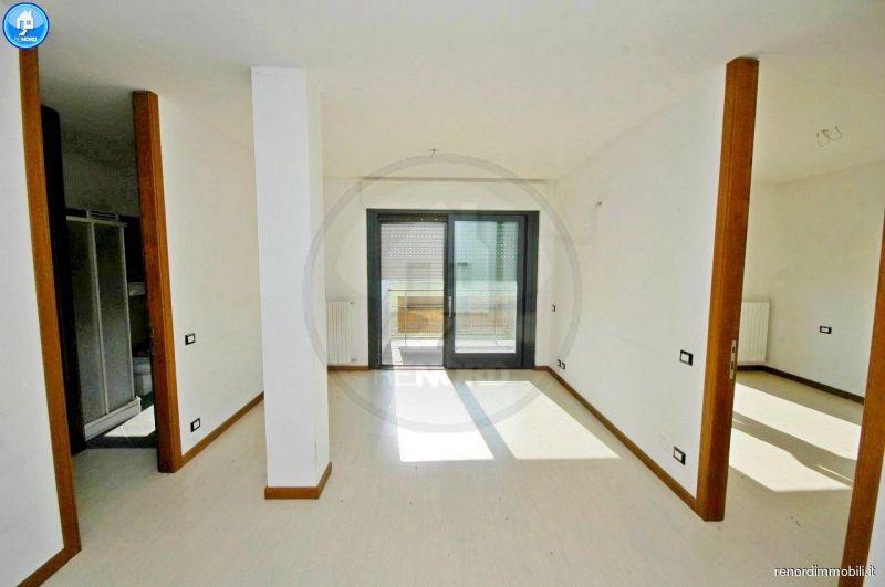 Appartamento in buone condizioni in affitto Rif. 9222138