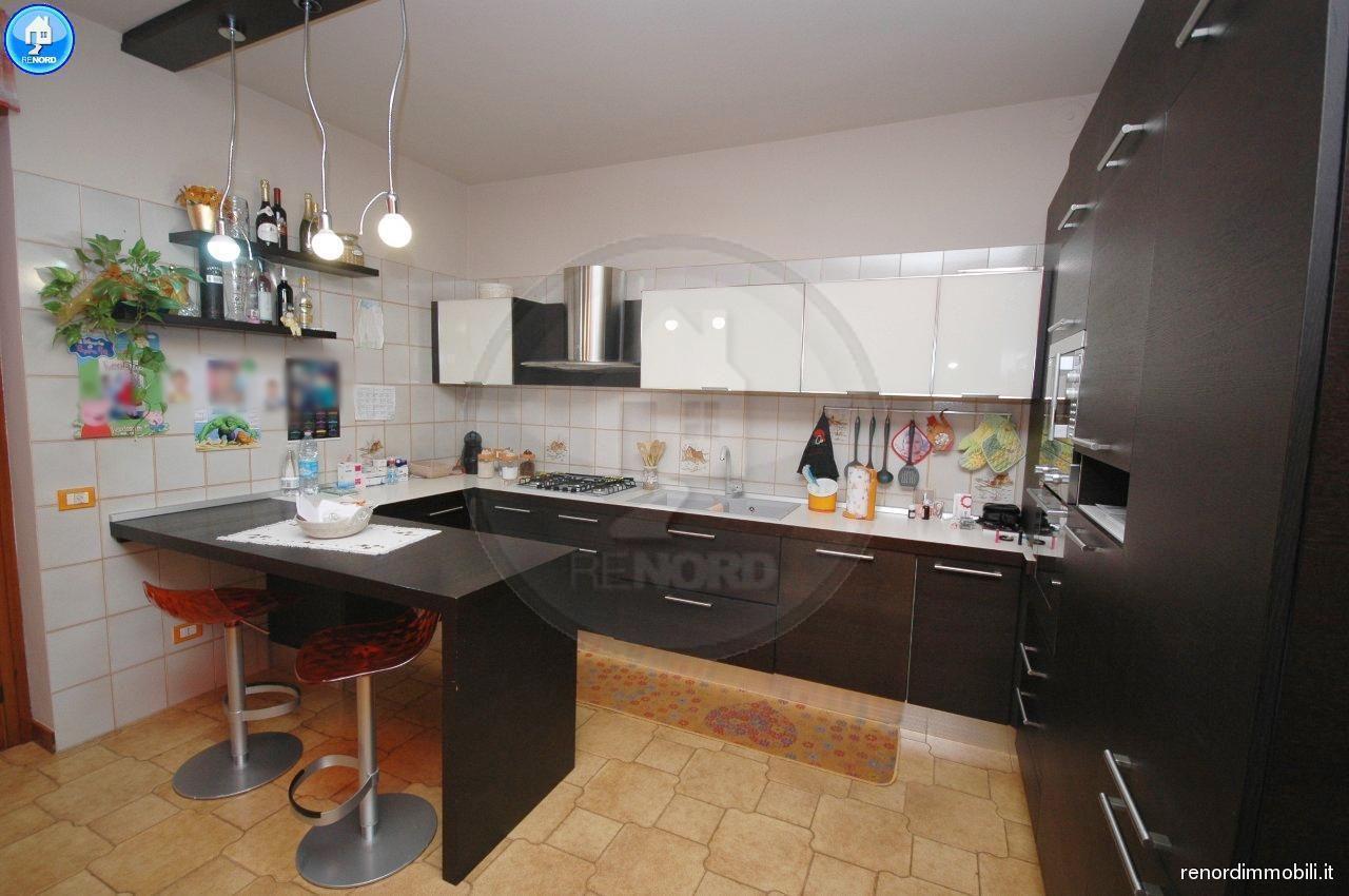 RIF. VIL3180 - MAGHERNO - Appartamento di 3 locali, doppi servizi e lavanderia. Ampio box.