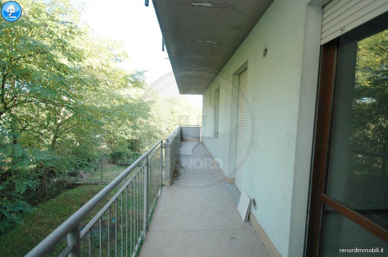 Appartamento in buone condizioni in vendita Rif. 9050233